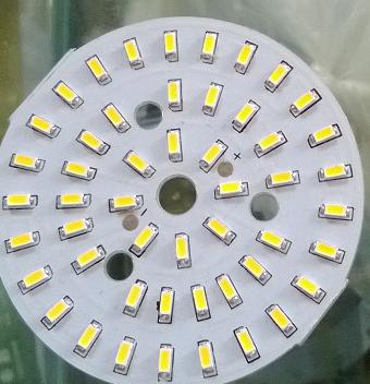 Đèn LED âm trần Ngày nay thế giới công nghệ mỡ cửa, trong thiết bị chiếu sáng công nghệ LED dần thay thế các thiết bị chiếu sáng thông thường như: Bóng sợi tóc, huỳnh quang, compact,