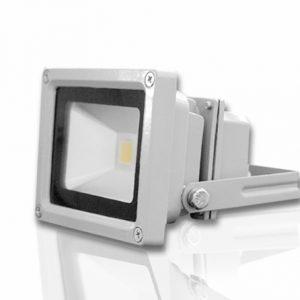 Bộ đèn led pha D CP01L/10W sử dụng chip LED chất lượng cao có tuổi thọ và hiệu suất sáng cao.Bề mặt bộ đèn sử dụng tấm tán xạ ánh sáng tạo mặt sáng đều, giảm độ chói.
