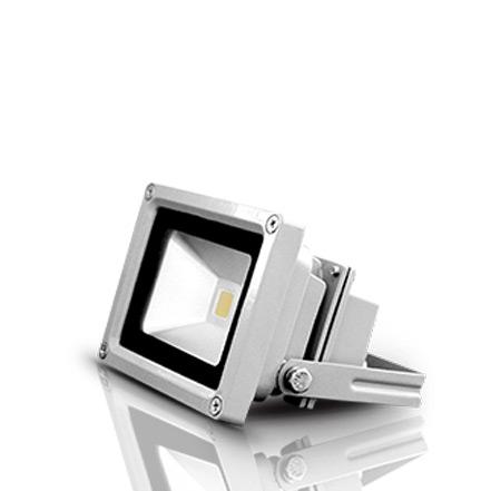 Bộ đèn led pha D CP02L/20W sử dụng chip LED chất lượng cao có tuổi thọ và hiệu suất sáng cao.Bề mặt bộ đèn sử dụng tấm tán xạ ánh sáng tạo mặt sáng đều, giảm độ chói.